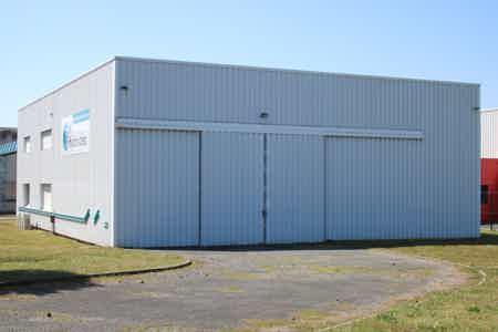 Bureaux et local de stockage en ZA-5