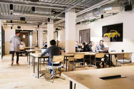 Bureau fermé - 3 postes dans Coworking-1