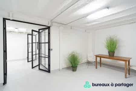 Bureau fermé refait à neuf, rue Saint-Maur-3