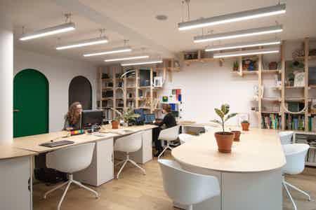 Poste de travail pour architecte/designer