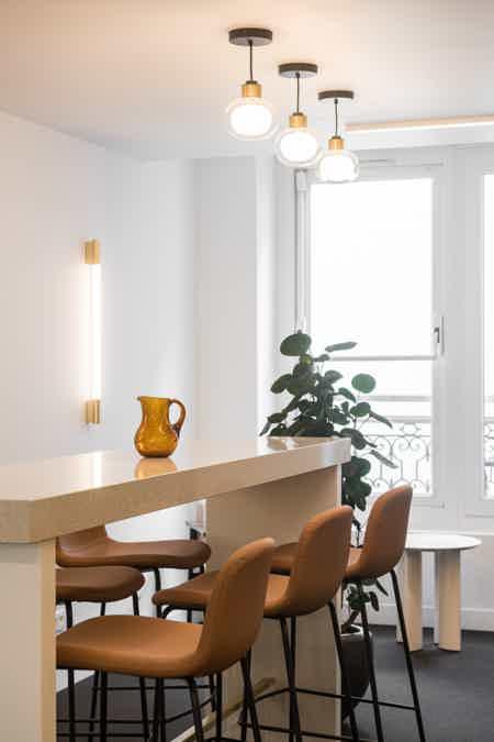 Bureau privatif - 12.8m² - 3 à 5 postes-1