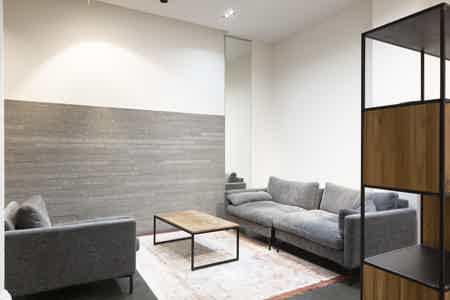 Espace  de 87O m² proche canal St Martin-8