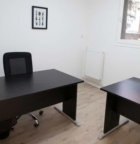 Bureau Renové de 2 personnes-1