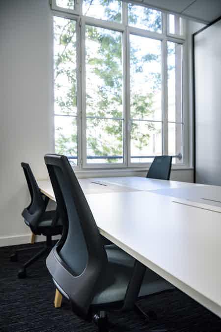 Bureau dédié de 9 postes de travail-1