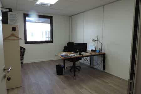 Bureau neuf et lumineux à Limonest