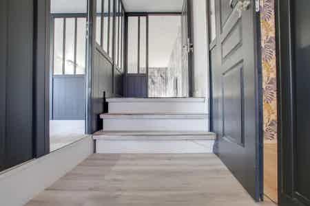 Bel espace sur 2 étages sur cour arborée-1