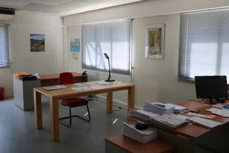 Bureaux et salle de travail