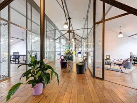 Bureau en espace partagé - bâtiment classé-3