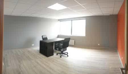 Bureau privatif 25 m2, tout inclus-1