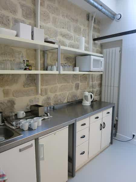 1 poste libre dans open space de 150 m²-3