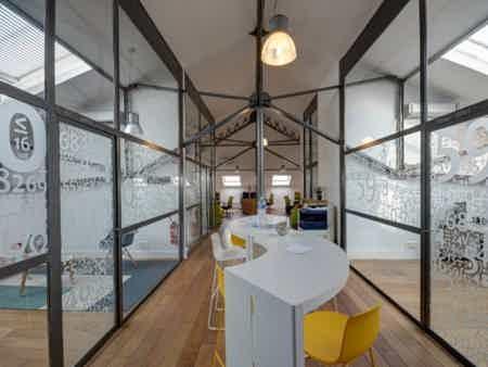 Bureau en espace partagé - bâtiment classé-4
