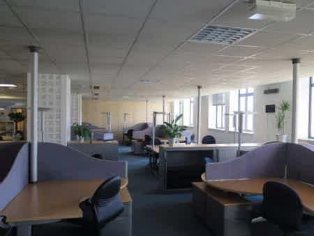 Poste personnel dans openspace spacieux et calme-4