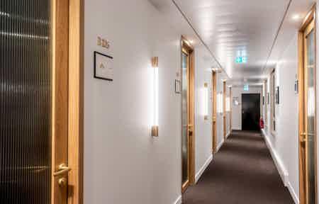 Bureau privatif - 16m² - 3 à 6 postes-4