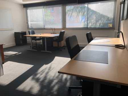 Bureau équipé 32 m²-1