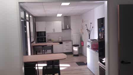 Saint Genis Laval   Bureau 16 m2  fermé