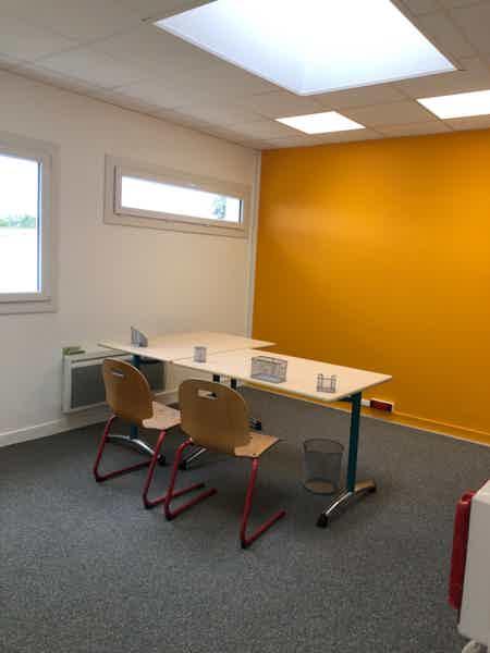 Bureau privé dans espace d travail partagé