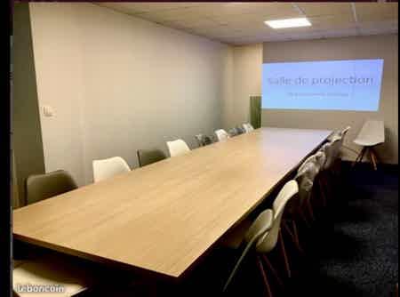Poste de coworking en cabinet de conseil-1