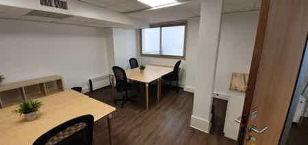 Bureau 5 pers dans un espace de coworking-1