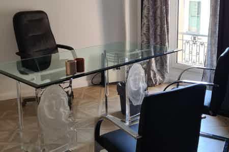 Bureau de Luxe