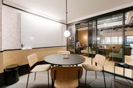 Bureau fermé - 3 postes dans Coworking-5