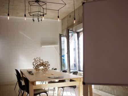 Bureau dédié dans un espace de création-3