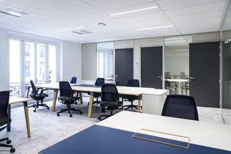Bureau dédié de 11 postes de travail