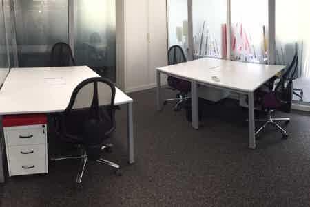 Bureau fermé. 13,5m². 4 postes