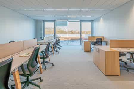 Magnifique bureau de 18 p. avec terrasse
