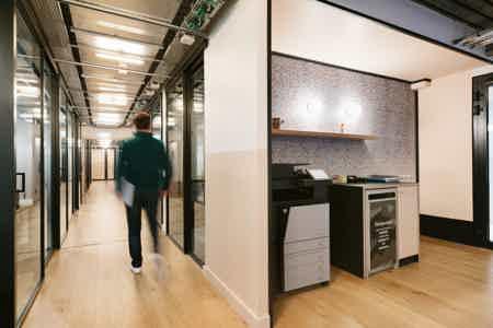 Bureau fermé - 3 postes dans Coworking-9