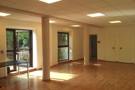 bureau ferme 75 m2 sur terrasse et jardin