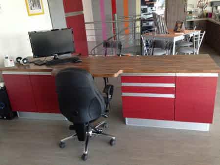 1 poste bureau en mezzanine très lumineux