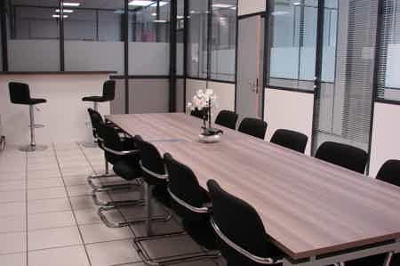 Bureau de 20 m² équipé-1